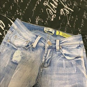 Distressed light jeans